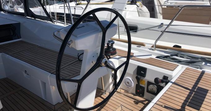 Boat rental Bénéteau Oceanis 46.1 in Cala d'Or on Samboat