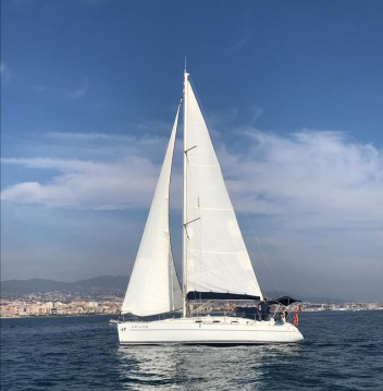Sailboat for rent Minorca at the best price
