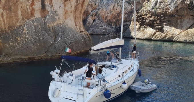 Hire Sailboat with or without skipper Bénéteau Arbatax