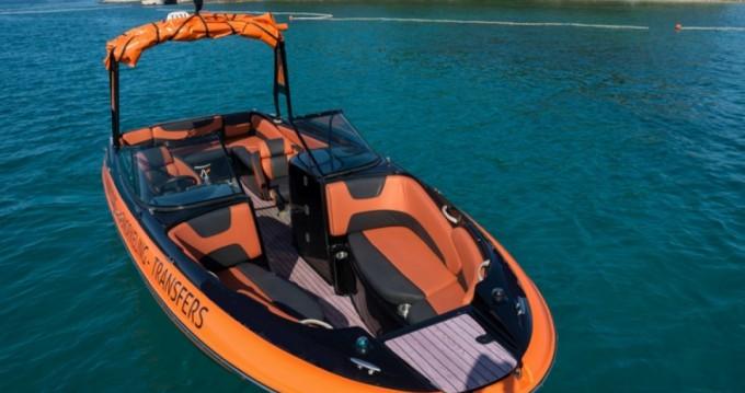 Boat rental Maxum Maxum 2400 Sc in Rovinj on Samboat