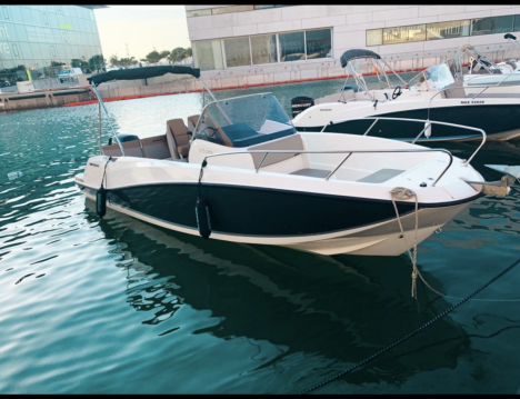 Hire Motorboat with or without skipper Quicksilver Old Port of Marseille