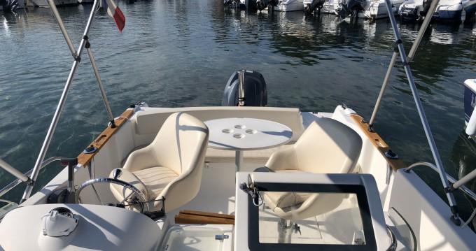 Boat rental Jeanneau Cap Camarat 625 WA in La Ciotat on Samboat