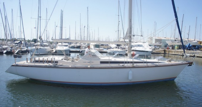 Hire Sailboat with or without skipper Amel Old Port of Marseille
