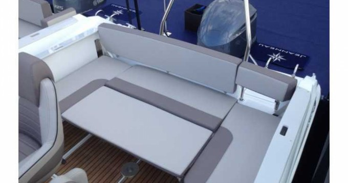 Boat rental Jeanneau Cap Camarat 7.5 WA Serie 2 in Porto Cristo on Samboat