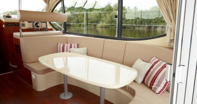 Rental Motorboat in Bellegarde -  Estivale Octo