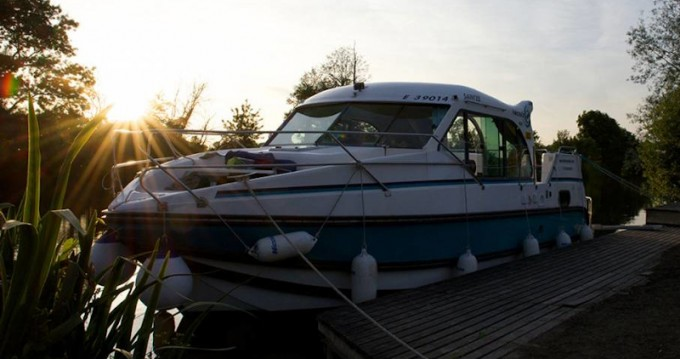 Hire Motorboat with or without skipper  Bellegarde