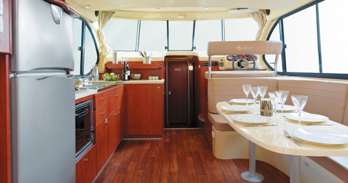Motorboat for rent Bellegarde at the best price