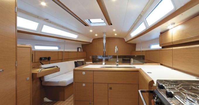 Boat rental Jeanneau Sun Odyssey 389 in Lávrio on Samboat