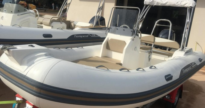 Rental RIB in Pointe-Rouge - Capelli Tempest 570
