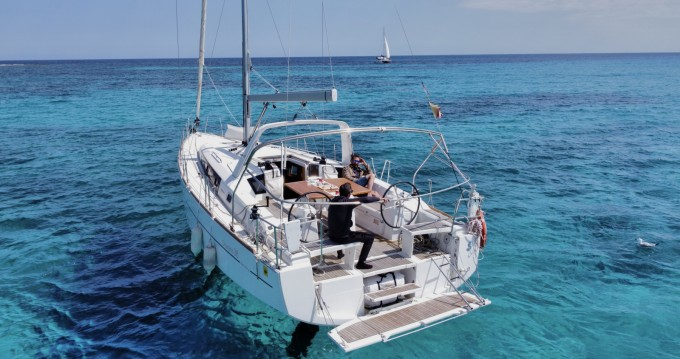 Rental Sailboat in Mahón - Bénéteau Oceanis 38 Cruiser