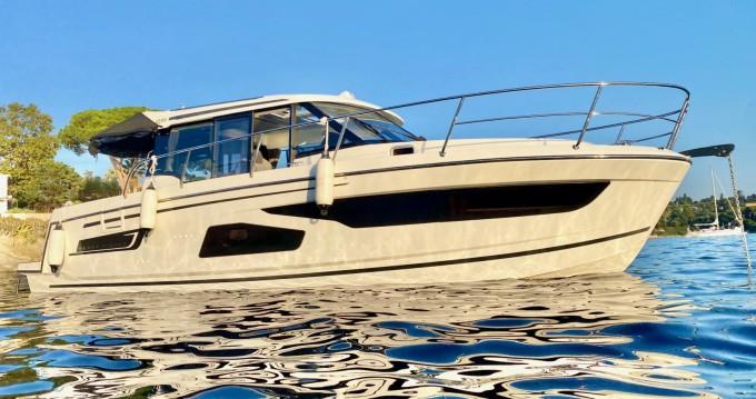 Rental Motorboat in Saint-Laurent-du-Var - Jeanneau Merry Fisher 1095