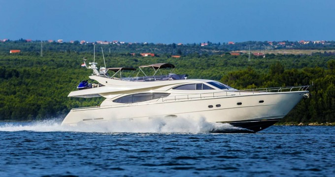 Boat rental Ferretti Ferretti Yachts 760 in Seget Donji on Samboat