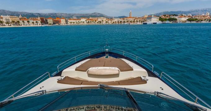 Boat rental Sunseeker Sunseeker Yacht 86 in Split on Samboat