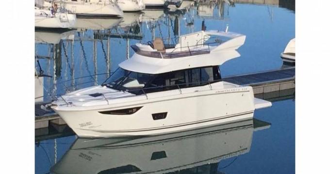 Rental Motorboat in Saint-Jean-Cap-Ferrat - Jeanneau Velasco 37 Fly