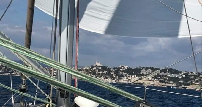 Hire Sailboat with or without skipper Bénéteau Marseille