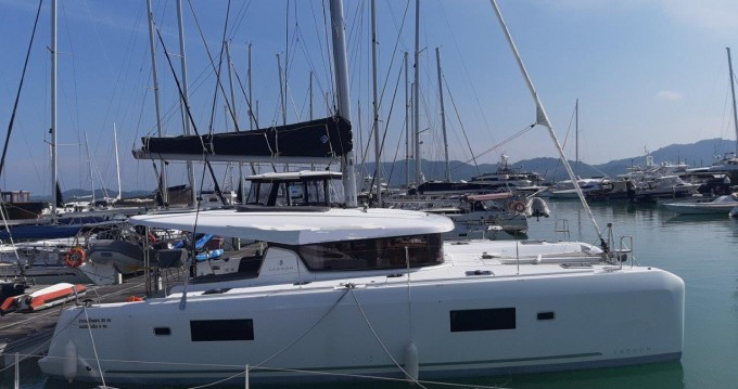 Rental Catamaran in Phuket - Lagoon Lagoon 42