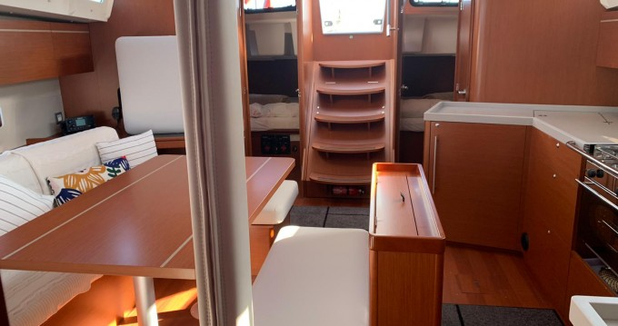 Boat rental Bénéteau Oceanis 46.1 in Cannigione on Samboat