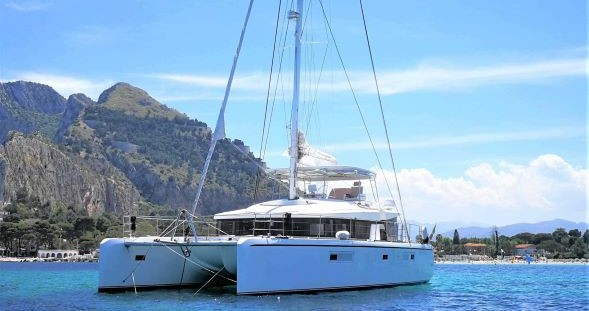 Boat rental Cannigione cheap Lagoon 52