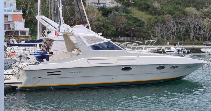 Rental Motorboat in Castellammare di Stabia - Riva bravo 38