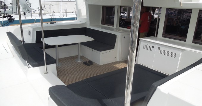 Lagoon Lagoon 450 Sport Top between personal and professional Le Marin