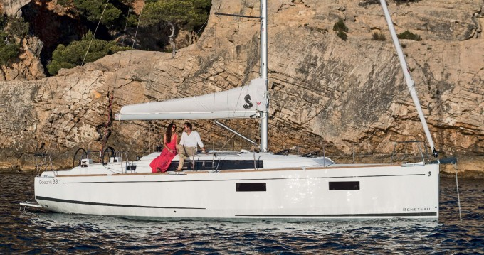 Rental yacht Figari - Bénéteau Oceanis 38 on SamBoat