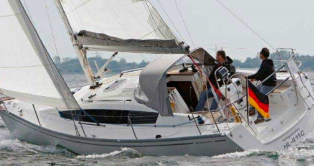 Sailboat for rent Port du Crouesty at the best price