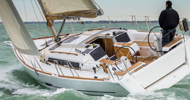 3 Dufour 350 between personal and professional Port du Crouesty