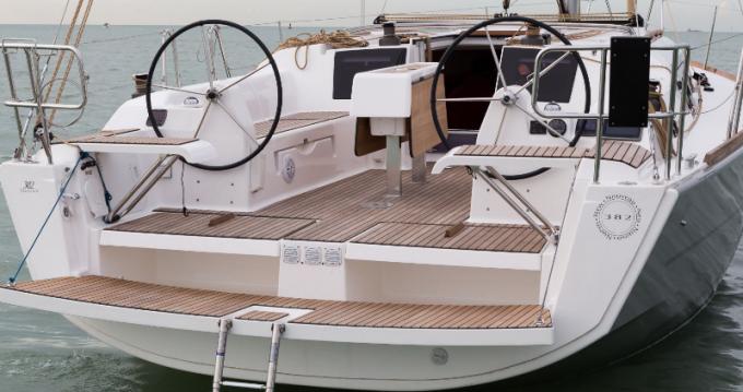 Rental yacht Port du Crouesty - 3 Dufour 382 GL on SamBoat