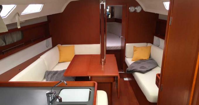 Rental yacht Port du Crouesty - 4 OCEANIS 34 (3 CAB) on SamBoat