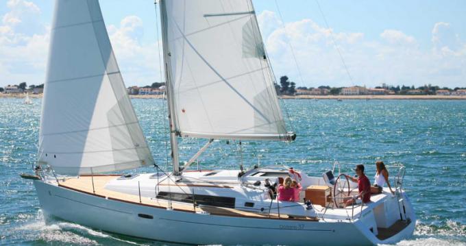 Rental Sailboat in Port du Crouesty - 4 OCEANIS 37