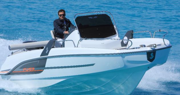 Rental Motorboat in Hyères - Bénéteau Flyer 6.6 SPACEdeck