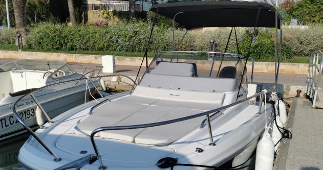 Boat rental Bénéteau Flyer 8 SUNdeck in Bandol on Samboat