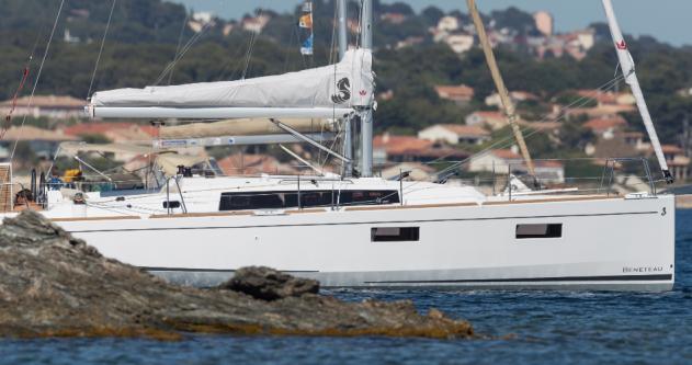 Rental Sailboat in Hyères - Bénéteau Oceanis 38.1 (2017)