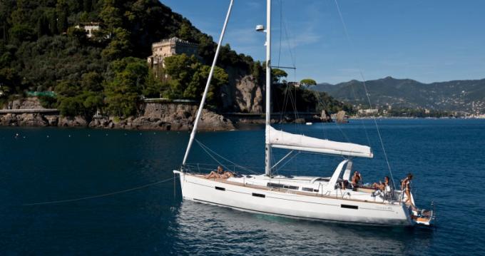 Rental Sailboat in Hyères - Bénéteau Oceanis 45