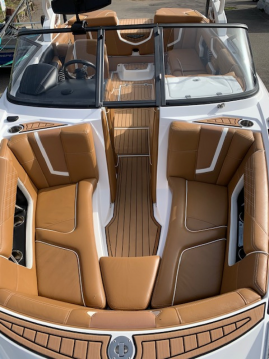 Hire Motorboat with or without skipper Nautique Correct Craft Lac d'Annecy