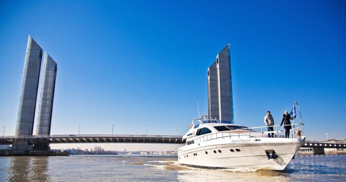 Yacht for rent Bègles at the best price