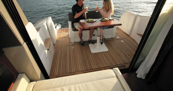 Boat rental Arzon cheap JEANNEAU NC11