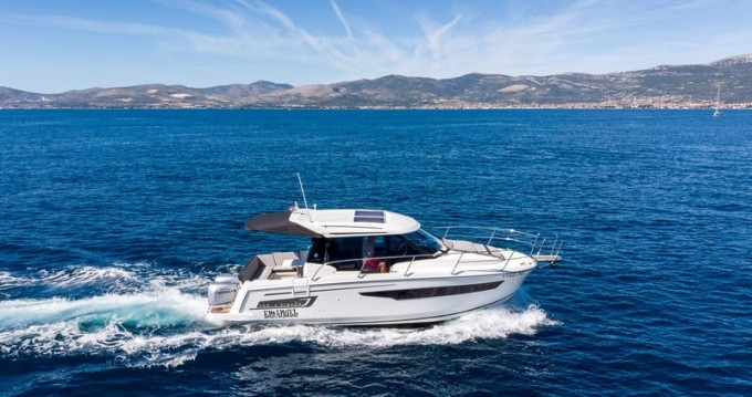 Boat rental Kaštel Gomilica cheap Jeanneau Merry Fisher 895