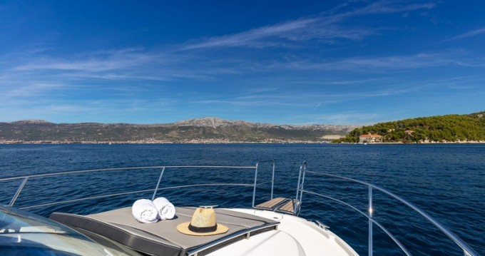 Hire Motorboat with or without skipper Jeanneau Kaštel Gomilica