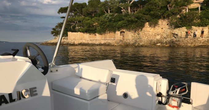 Motorboat for rent France at the best price