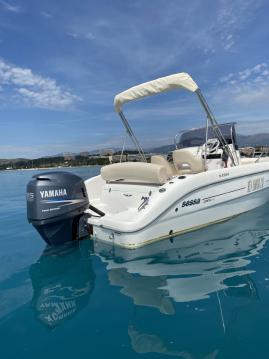 Motorboat for rent Saint-Laurent-du-Var at the best price