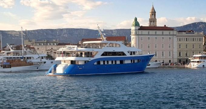Boat rental Custom Made Custom made in Split Ferry Port on Samboat