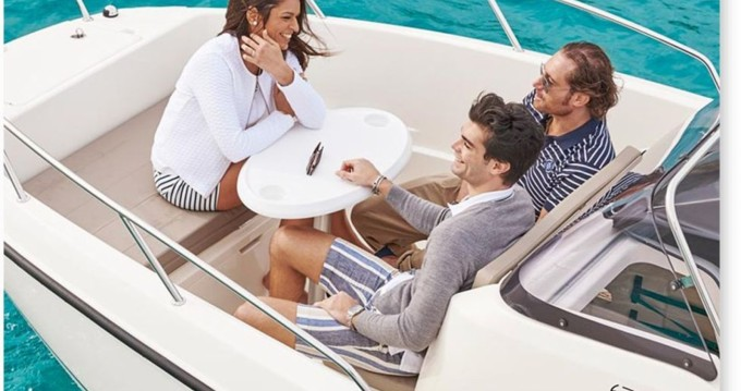 Quicksilver Activ 675 Open between personal and professional Dénia