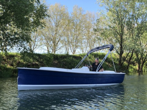 Rental Motorboat Ruban-Bleu with a permit