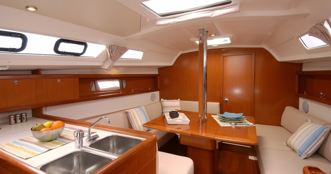 Rental Sailboat in Ajaccio - Bénéteau Oceanis 34