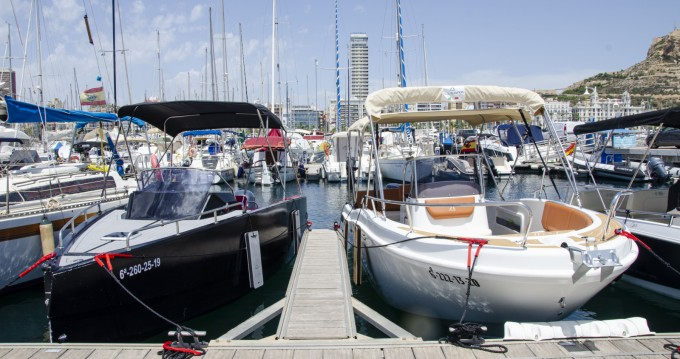 Hire Motorboat with or without skipper Nuva Yatchs Alicante