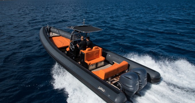 Sea Water PHANTOM 300 between personal and professional Bonifacio