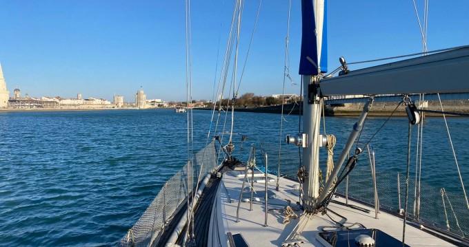 Boat rental Jeanneau Sun Kiss in La Rochelle on Samboat