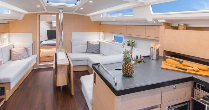 Boat rental Lávrio cheap Hanse 418
