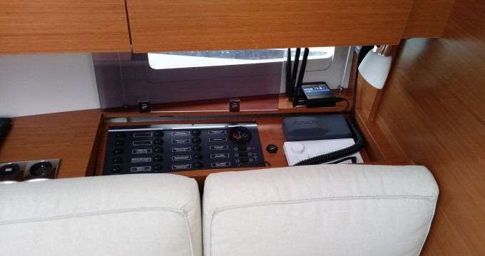 Sailboat for rent Veruda at the best price